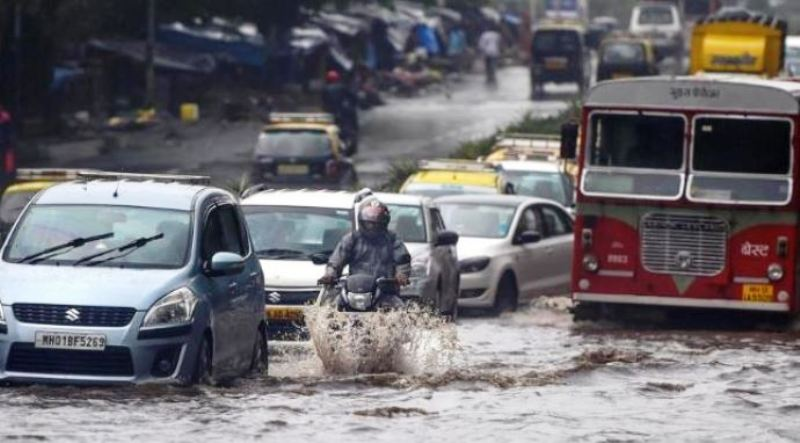 Weather India: Heavy Rainfall in Mumbai Today